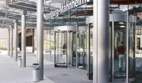 Edelstahlsäulentragwerk im Eingangsbereich der Hamburg-Mannheimer Versicherungszentrale Hamburg (DE)