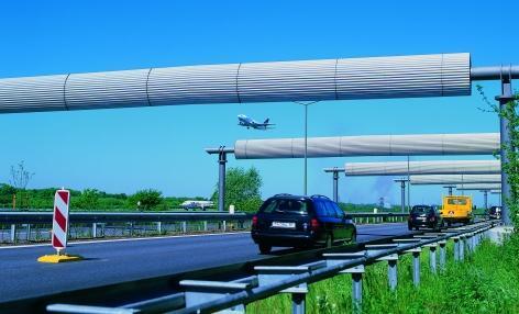 Blendschutzbrücken am Flughafenzubringer Hamburg (DE)