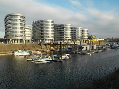 FIVE BOATS in Duisburg (DE)